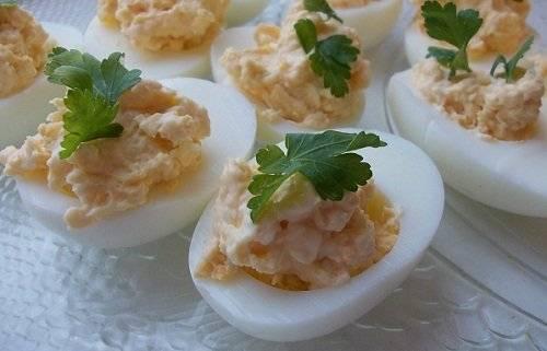 Фаршированные яйца с вариантами начинок на праздничный стол. простые и вкусные рецепты