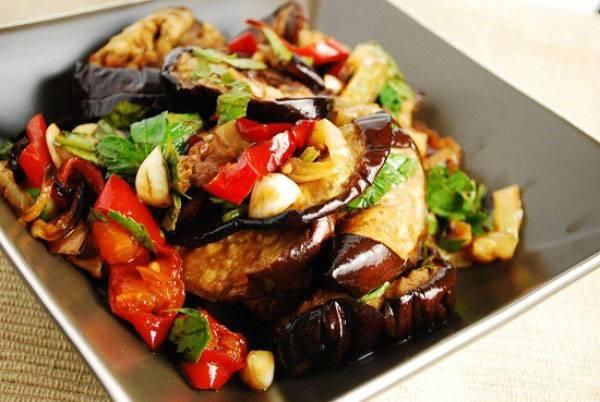Вкусные рецепты салатов из баклажанов на зиму: простые инструкции с фото