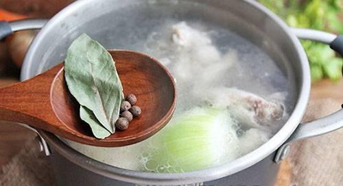 Суп с солеными огурцами и рисом