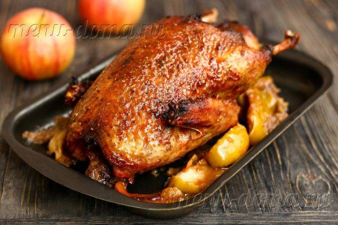Утка с яблоками в духовке – блюдо для праздников и будней