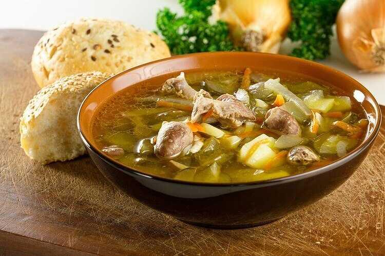 Суп с курицей, вермишелью, картошкой и приправами