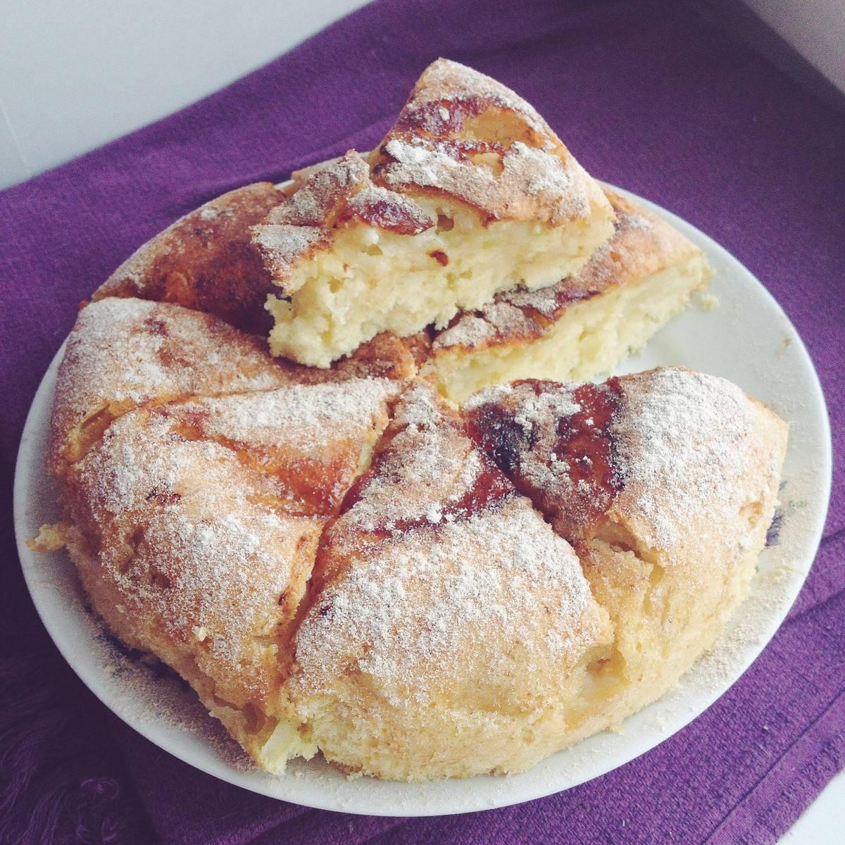 Шарлотка с яблоками в мультиварке: рецепты с фото