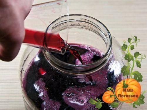 Полезные свойства и лучшие рецепты домашнего вина из черноплодной рябины