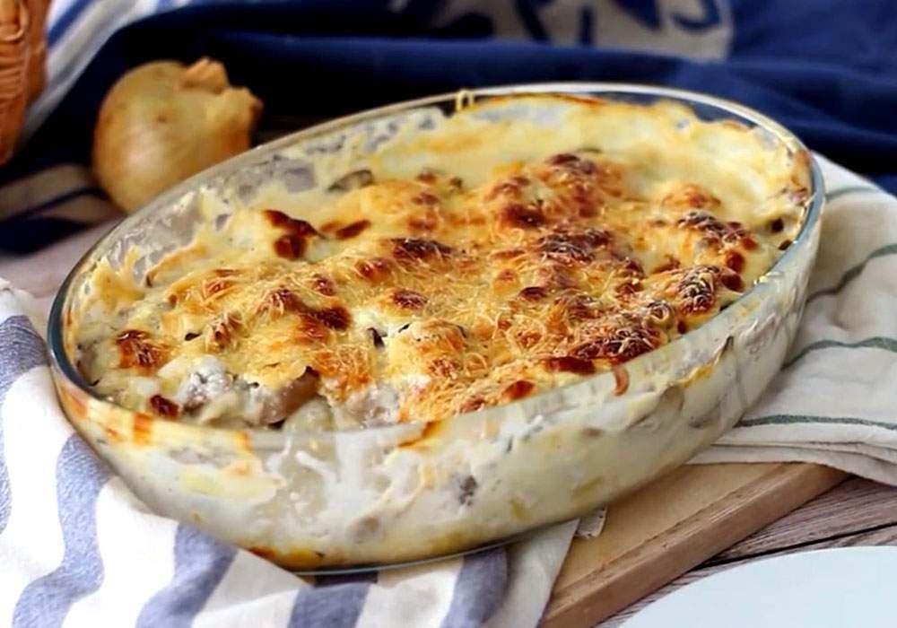 Готовим потрясающую запеканку из картофеля и соуса Бешамель