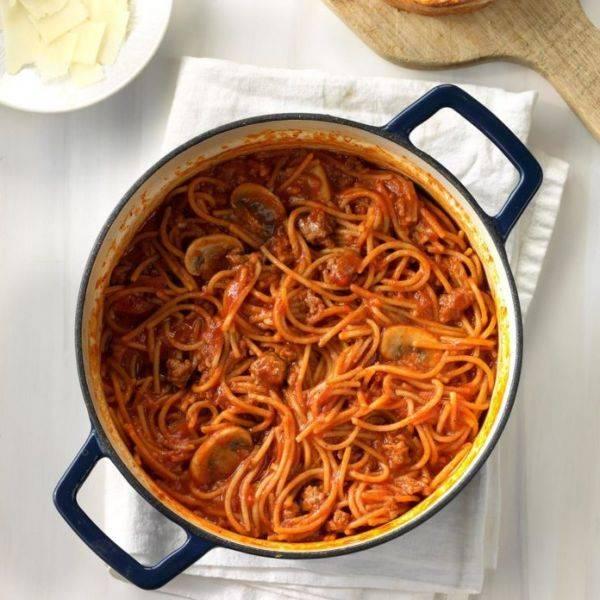 Голубцы в томатно-сметанном соусе на сковороде