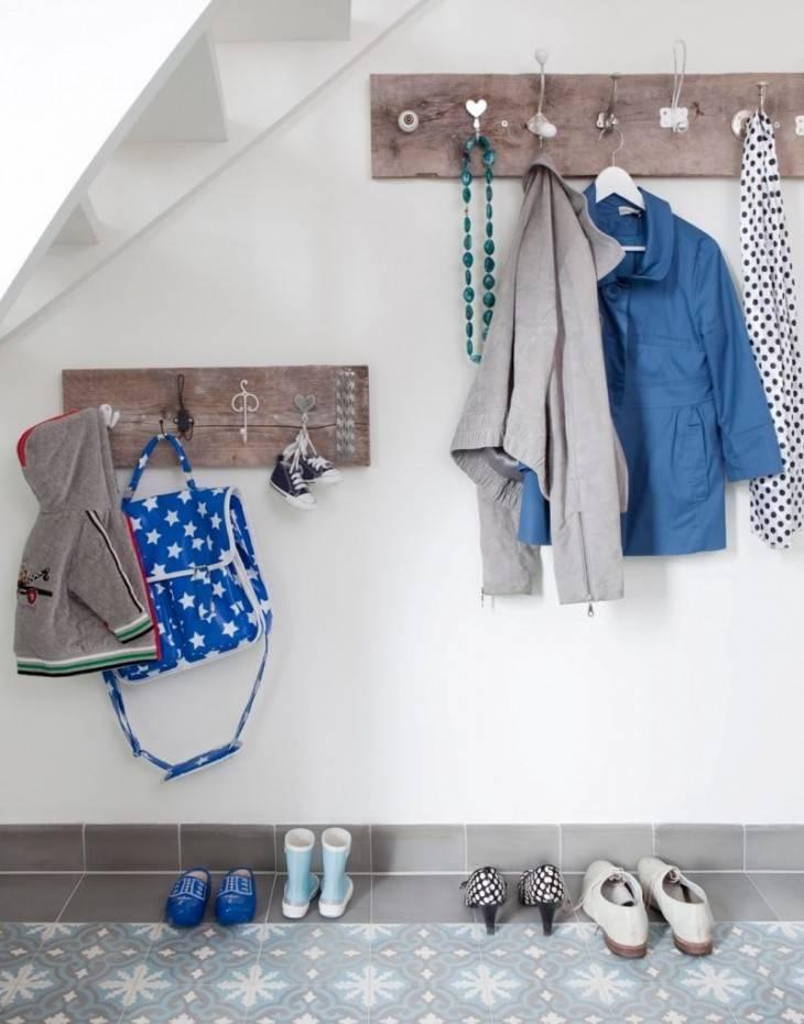 Вешалка в коридор для одежды своими руками