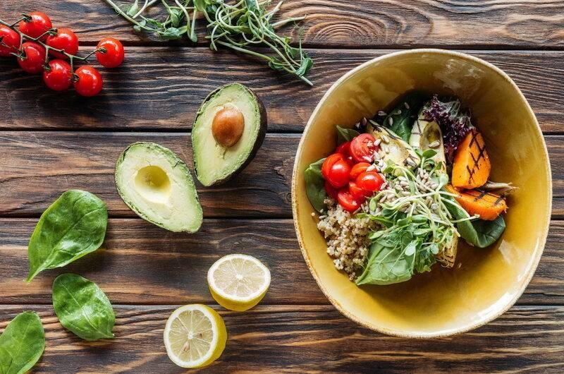 Салат с авокадо и тунцом