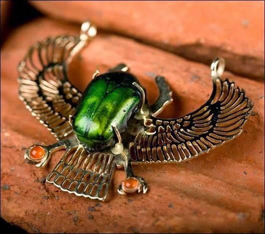 Кому нужен талисман жук-скарабей и как его применять