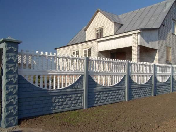 Бетонный забор своими руками монолитный, секционный, установка бетонных столбов, видео