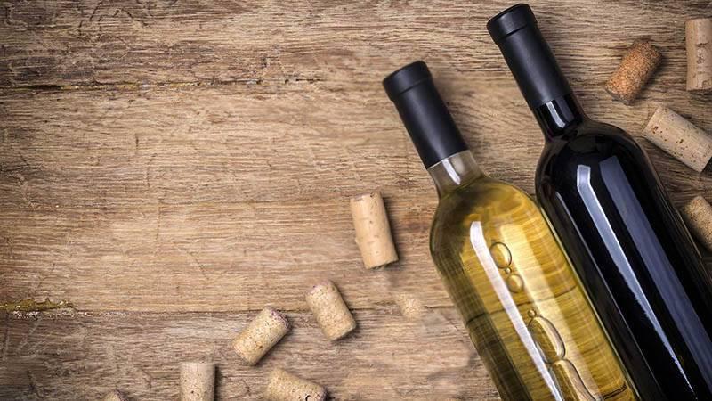 Как открыть бутылку вина без штопора: 14 способов