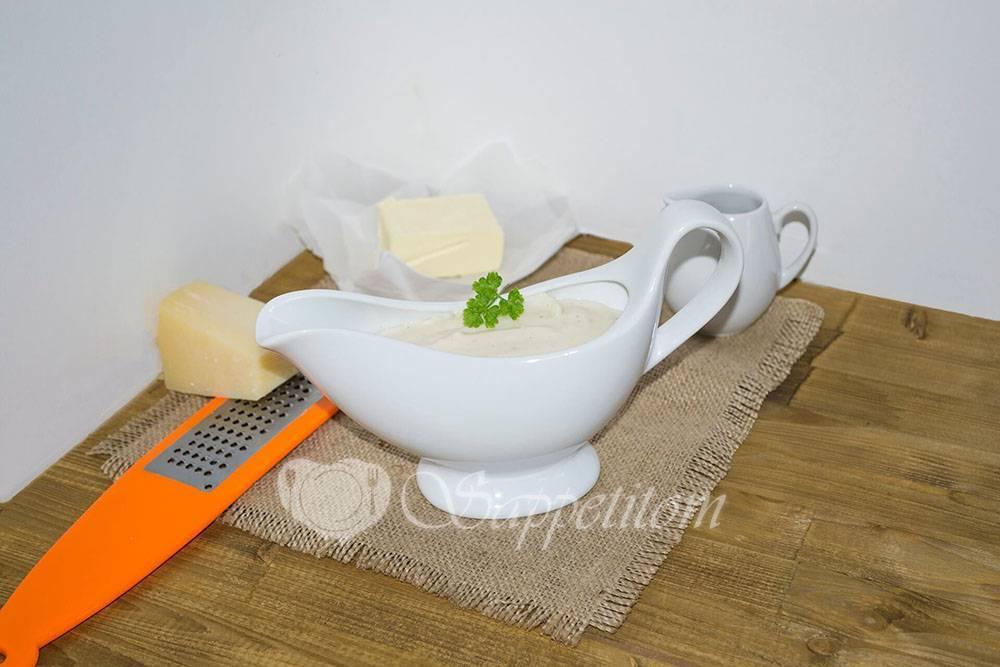 Запеканка из картофеля с соусом бешамель и зеленью