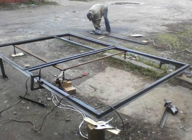 Как покрыть крышу гаража профлистом своими руками пошагово