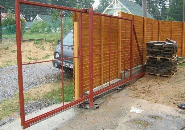 Откатные ворота: типы конструкций, варианты приводов и особенности установки