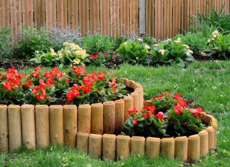 Красота и порядок на загородном участке: делаем ограждения для кустов и грядок