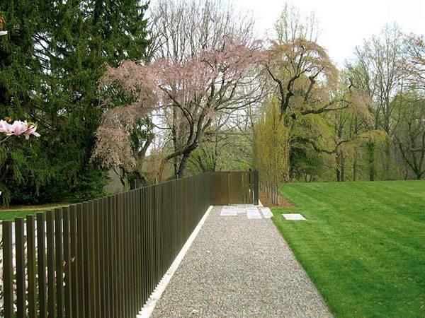 Идеи и примеры дизайна забора для частного дома