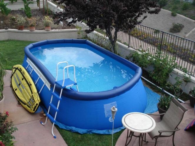 Какой бассейн лучше: каркасный или надувной