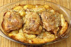 Курица с картошкой в духовке — 5 самых вкусных рецептов запеченной курицы