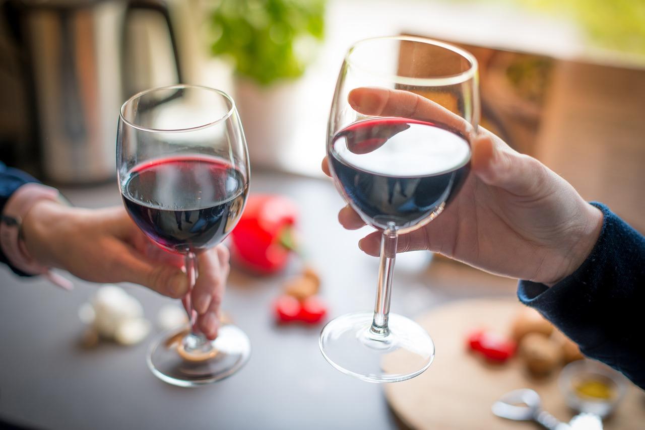 Простой рецепт вина из вишни с косточками