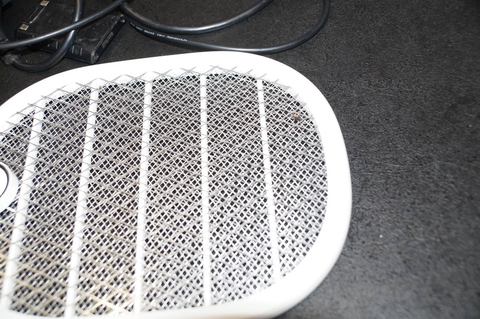 Электрическая мухобойка: надоедливые насекомые остались в прошлом! сделанная в китае электрическая мухобойка принцип работы устройства.