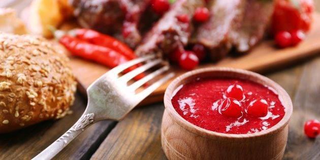 Соус из клюквы к мясу: рецепт и особенности приготовления