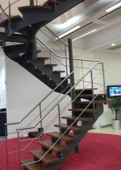 Изготовление металлических лестниц: расчет нагрузки и габаритов. обшивка ступеней деревом и устройство ограждений