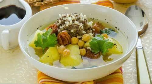 Любимое блюдо азиатских народов — суп с алычой и бараниной