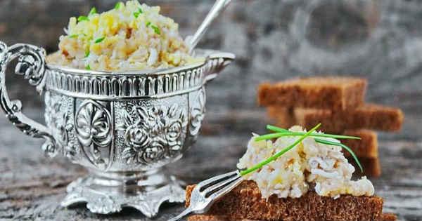 Рецепт лукового салата с добавлением разных ингредиентов