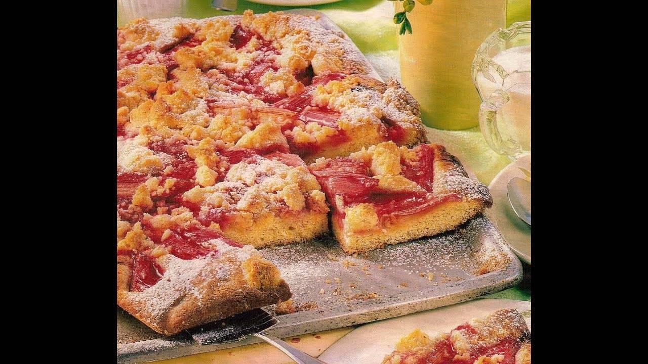 Пирог с ревенем и лесными ягодами