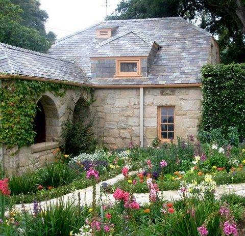 Розы в саду ландшафтный дизайн