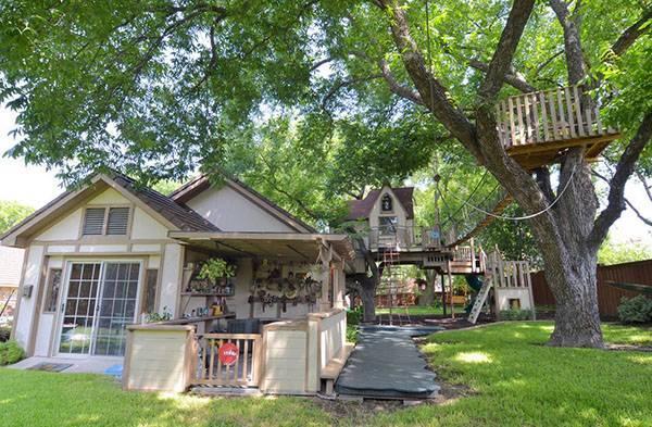 Уютный уголок для отдыха — домик на дереве