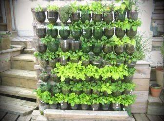 Вертикальные грядки своими руками — отличный способ выращивать большой урожай на маленьком участке.