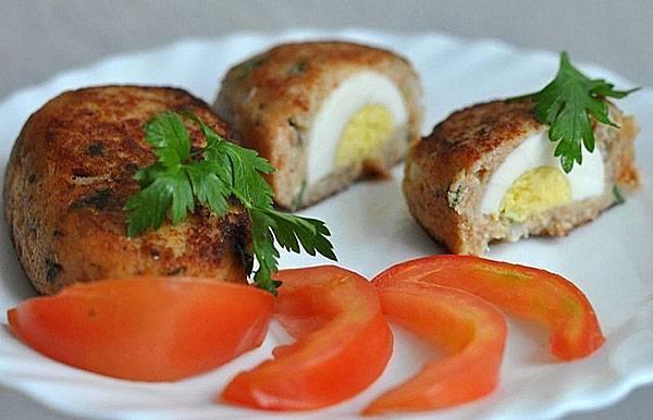 Мясные зразы с луком и яйцом