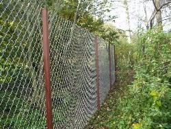 Как построить забор из сетки рабицы?