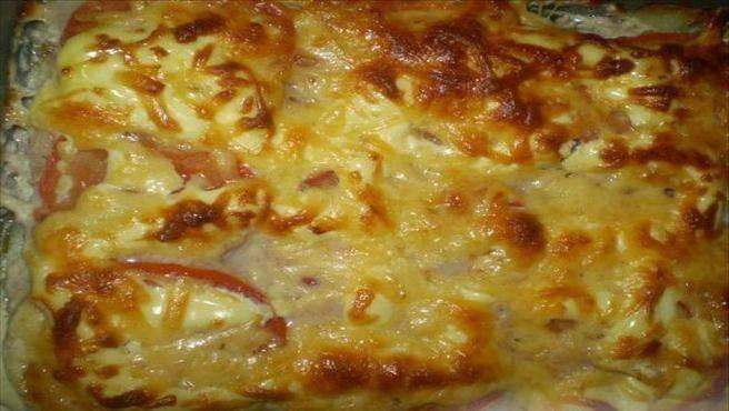 Картофель с фаршем и помидорами в духовке запеканка