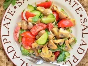 Салаты с маринованными опятами — очень вкусные рецепты