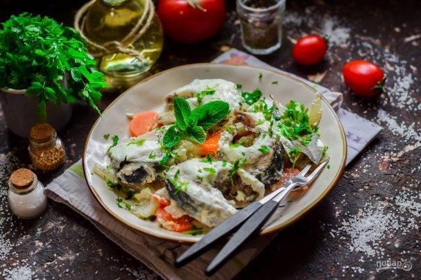 Скумбрия, запеченная в духовке с картошкой, овощами, в горчичном соусе, рецепты, видео