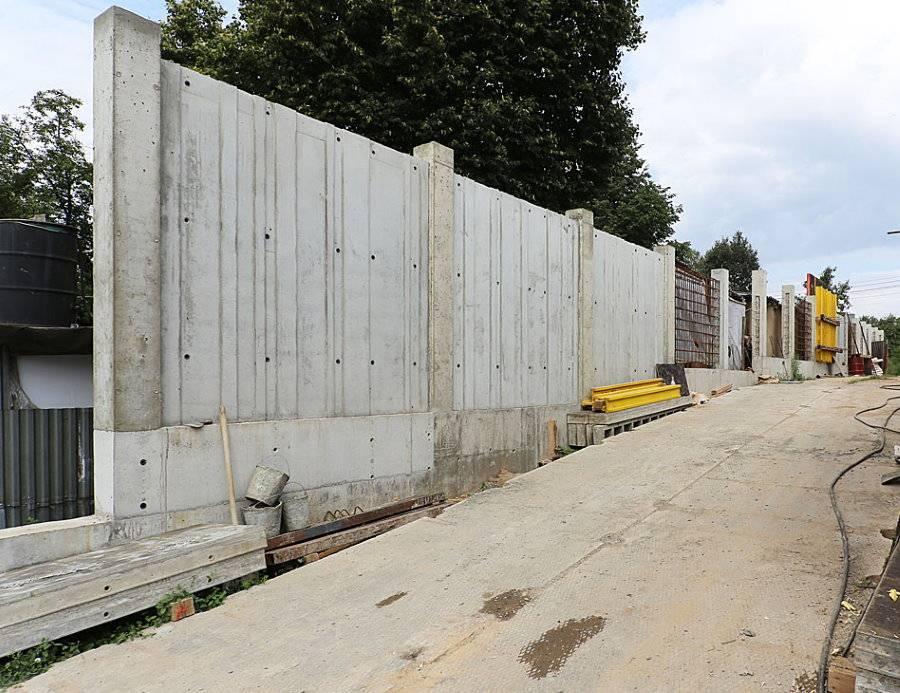 Установка забора из бетонных плит