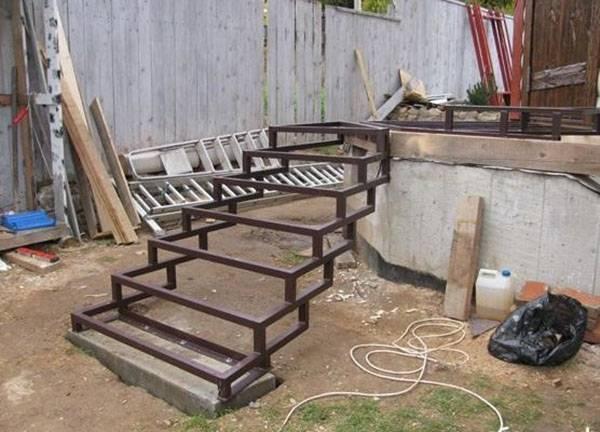 Как сделать на даче своими руками крыльцо из металла