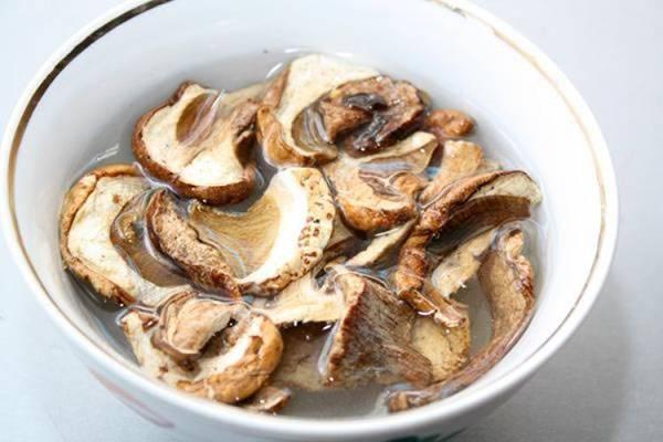 Как подготовить сушеные грибы. учимся правильного готовить сушеные грибы